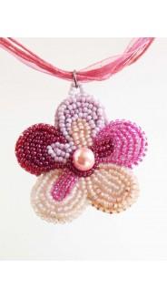 Rózsaszín virágocska nyaklánc